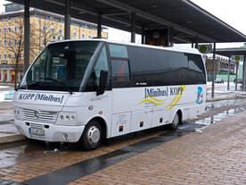 Mercdes O818 Kleinbus von Omnibusbetrieb Guido Kopp aus Ecklingerode (Eichsfeld, Thüringen) am Bahnhosvorplatz Nordhausen 14.01.2017
