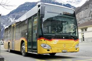 PostAuto MB C2 K '11090'  vom PU TPC, Aigle der am 10.2.19 vor dem Bhf St-Maurice steht.
