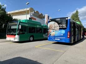 Die beiden Werbebusse MB C2 NGT Hybrid Nr.