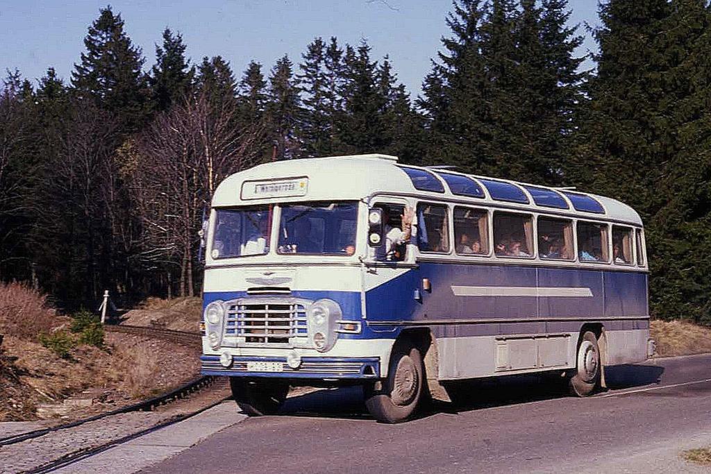 re suche alles ber ikarus busse auch allgemein ddr busse 2. Black Bedroom Furniture Sets. Home Design Ideas
