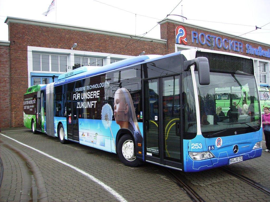 am steht zum 130 j hrigen jubil um der rsag der neue elektro hybrid bus auf dem. Black Bedroom Furniture Sets. Home Design Ideas