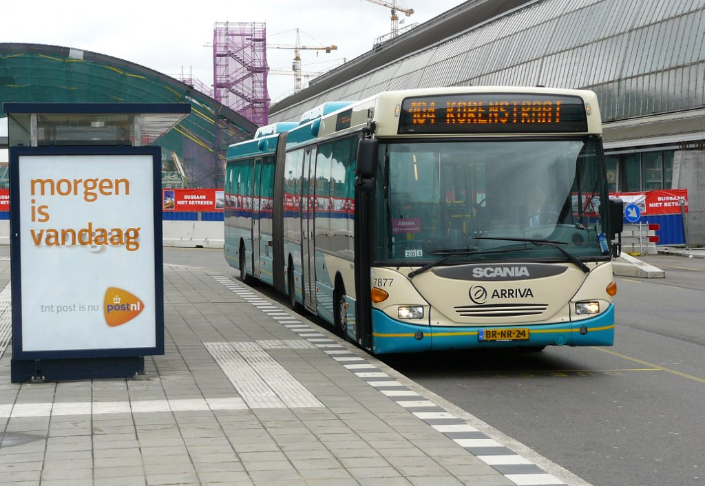Arriva Bus 7877. Scania Omnicity Amsterdam Centraal Station 27-05-2011.