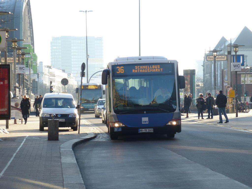 dieser bus ist ein mb citaro wagen der hochbahn in der m nckebergstra e in hamburg 2 april 2013. Black Bedroom Furniture Sets. Home Design Ideas
