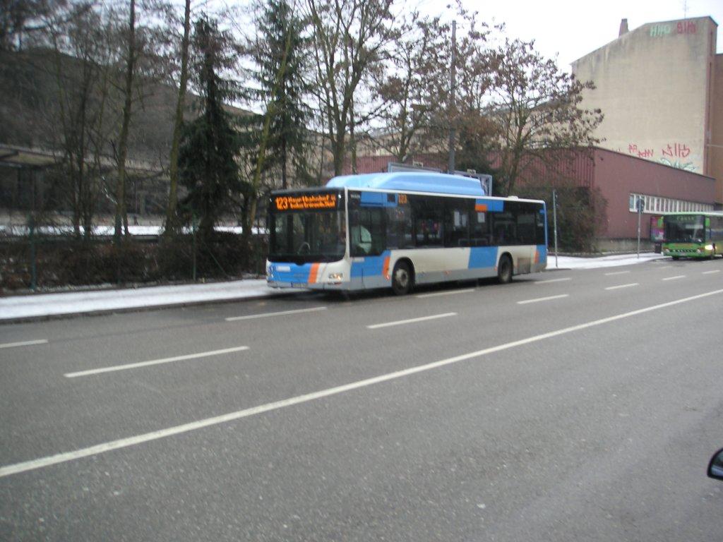 dieses foto zeigt einen bus von saarbahn und bus der bus ist ein man lions city die aufnahme. Black Bedroom Furniture Sets. Home Design Ideas