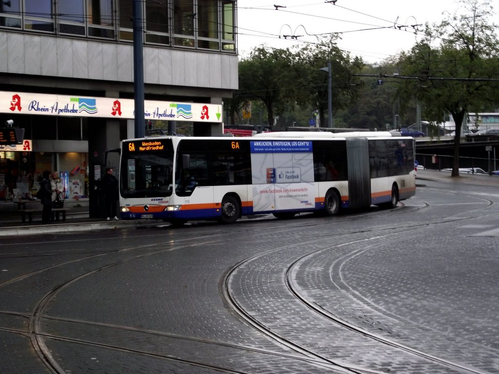 Ein Mercedes Benz Citaro C1 Facelift der ESWE in Mainz Hbf am 30.10.12