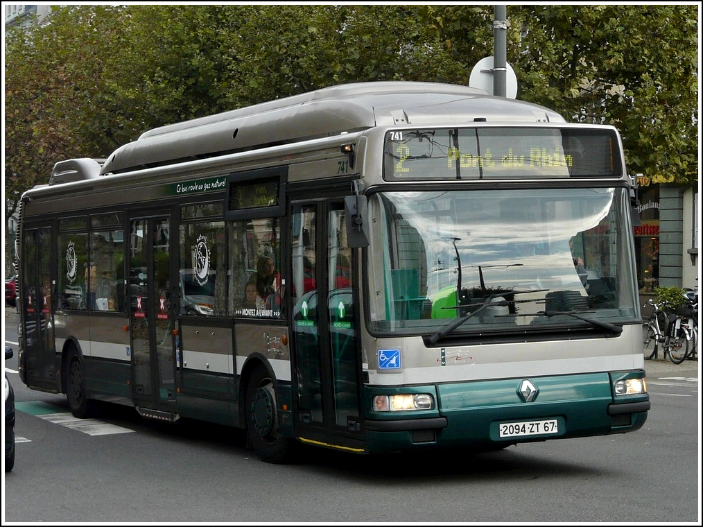 ein mit naturgas betriebener renault agora bus aufgenommen in den stra en von strasbourg am 29. Black Bedroom Furniture Sets. Home Design Ideas