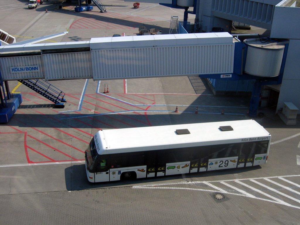 flughafen k ln bonn transferbus nr 29 am terminal 1 aufnahme bus. Black Bedroom Furniture Sets. Home Design Ideas