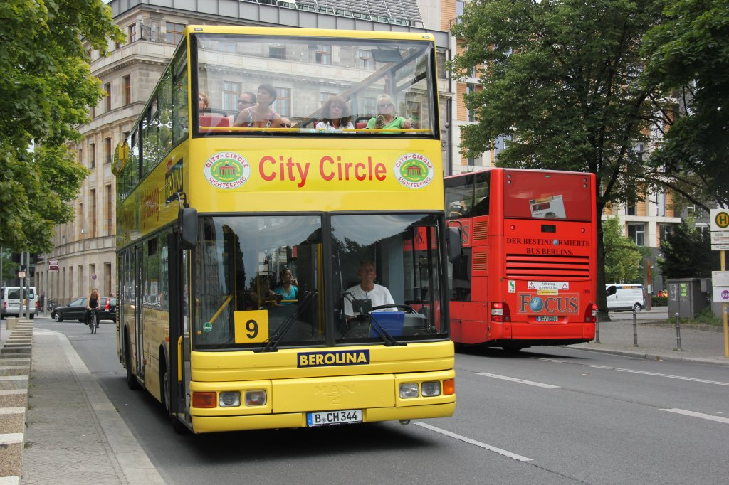 man city circle in berlin bus. Black Bedroom Furniture Sets. Home Design Ideas