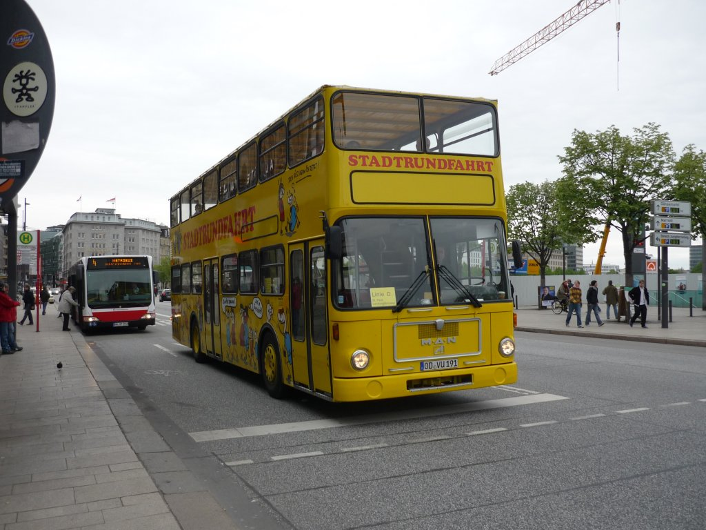 man stadtrundfahrt bus an der alster in hamburg bus. Black Bedroom Furniture Sets. Home Design Ideas