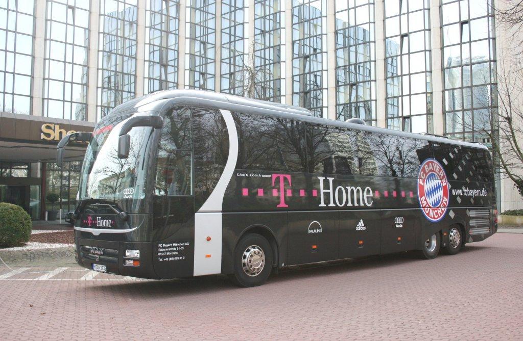 mannschaftsbus des 1 fc bayern m nchen aufgenommen am sheraton hotel in essen 24 bus. Black Bedroom Furniture Sets. Home Design Ideas