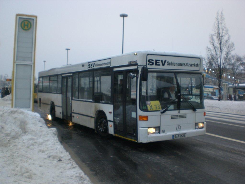 mercedes benz o405 als ersatz auf der linie x33 am s u bahnhof rathaus spandau bus. Black Bedroom Furniture Sets. Home Design Ideas