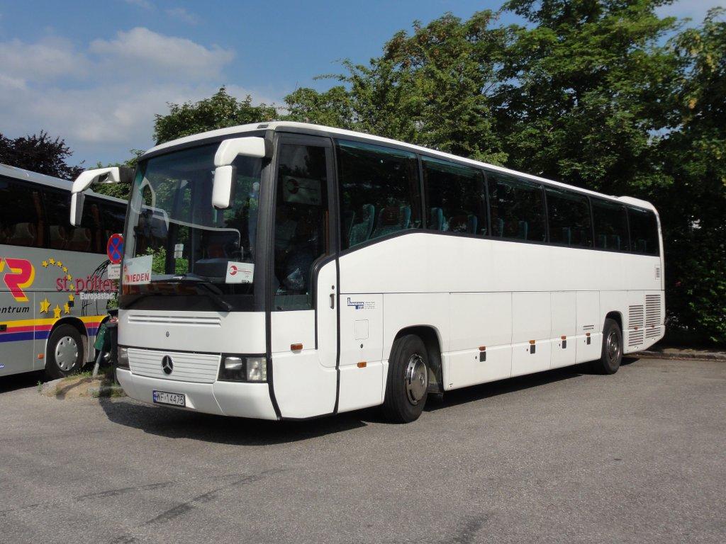 Mercedes bus aus polen am 3 in krems an der donau for Mercedes benz long beach service department