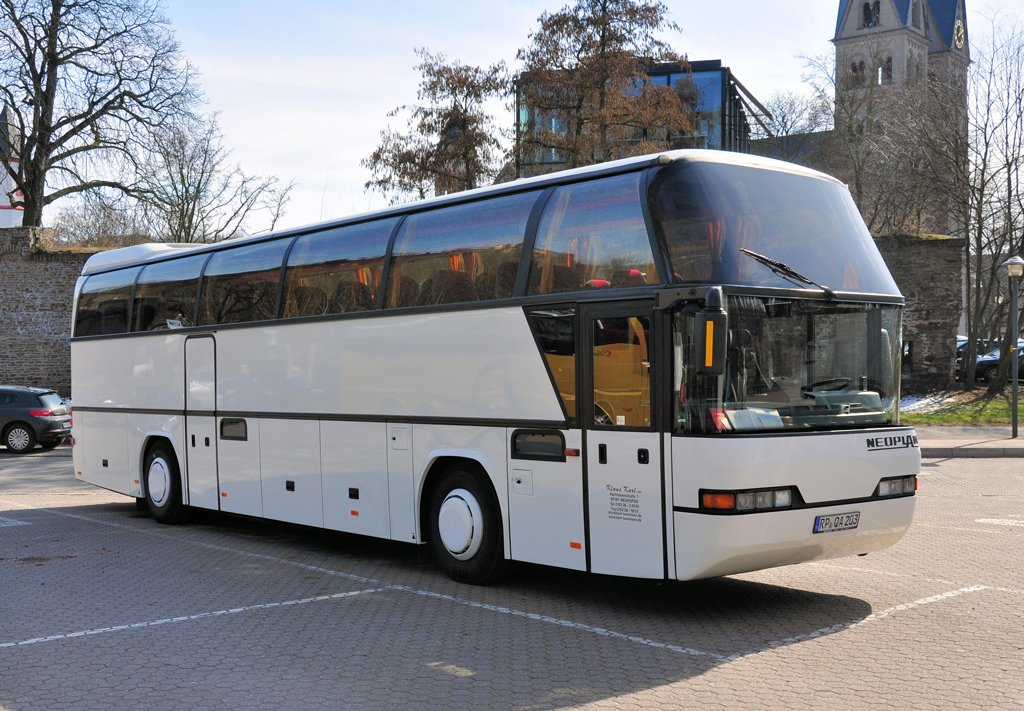 neoplan reisebus auf dem parkplatz beim deutschen eck in koblenz bus. Black Bedroom Furniture Sets. Home Design Ideas