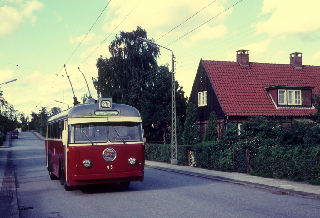NESA Buslinie 27B (Obus 45) Gorkis Allé am 6. September 1970.