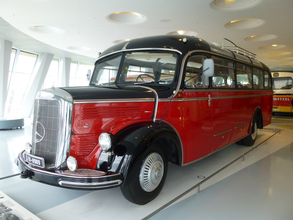 oldtimer mercedes o 3500 bj 1952 mercedes benz museum stuttgart bus. Black Bedroom Furniture Sets. Home Design Ideas