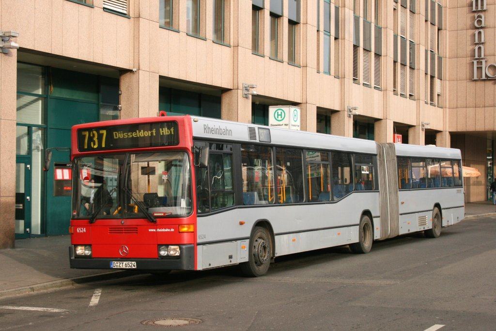 rheinbahn 6524 d zt 6524 mit der linie 737 am hbf d sseldorf 23 bus. Black Bedroom Furniture Sets. Home Design Ideas