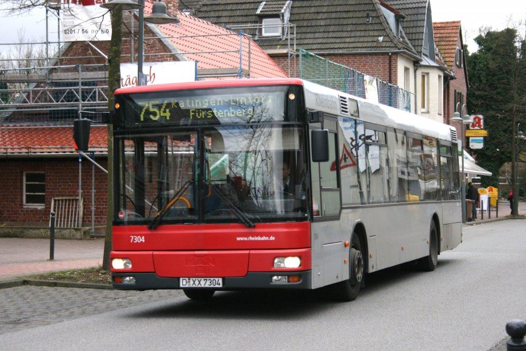 rheinbahn 7304 d xx 7304 am rathaus in ratingen lintorf mit der linie 754 27 bus. Black Bedroom Furniture Sets. Home Design Ideas