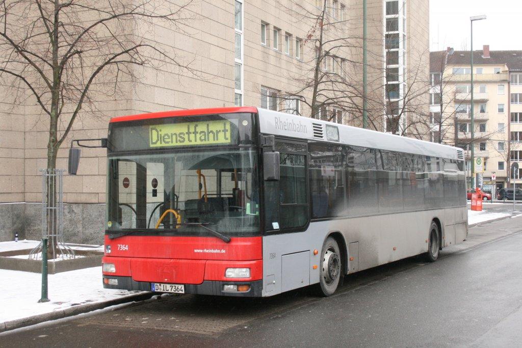 rheinbahn 7364 d il 7354 auf dem pausenplatz am hbf d sseldorf 13 bus. Black Bedroom Furniture Sets. Home Design Ideas