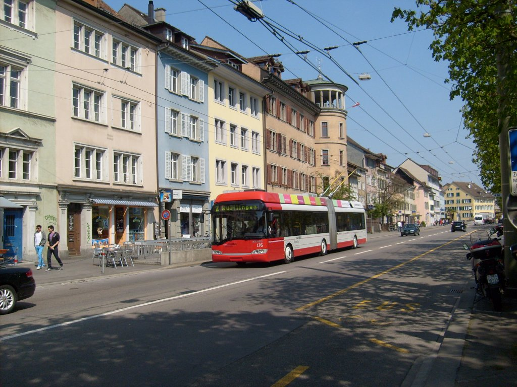 Solaris-Gelenktrolleybus Nr. 176 beim Technikum Winterthur am 21.4.2010
