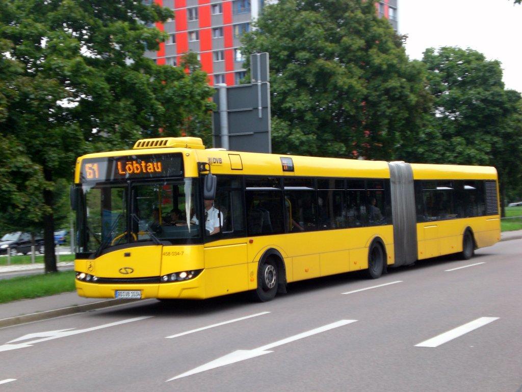 solaris urbino auf der linie 61 nach l btau an der haltestelle zellescher weg bus. Black Bedroom Furniture Sets. Home Design Ideas