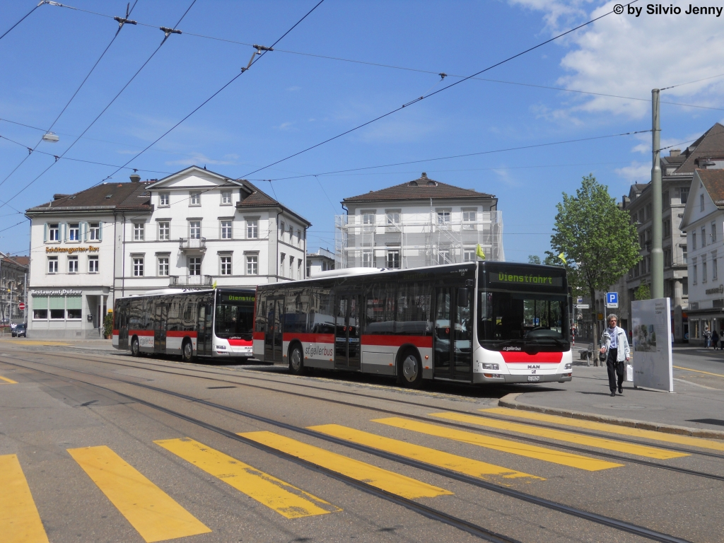 St.Gallerbus Nr. 254 + 257 (MAN Lion's City A21) am 4.5.2012 beim Bhf. St.Gallen