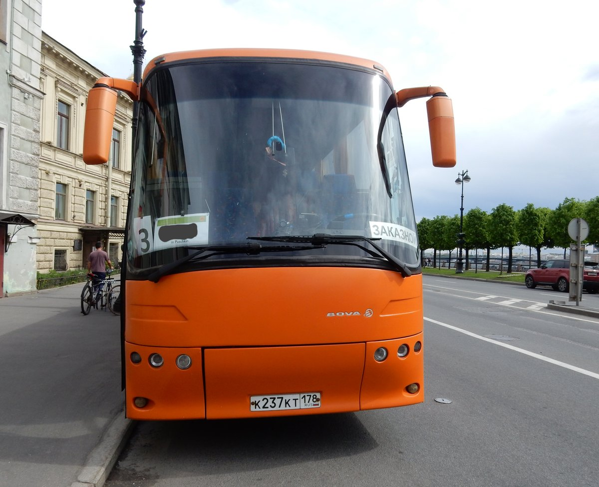 BOVA Reisebus am 18.05.18 in St. Petersburg