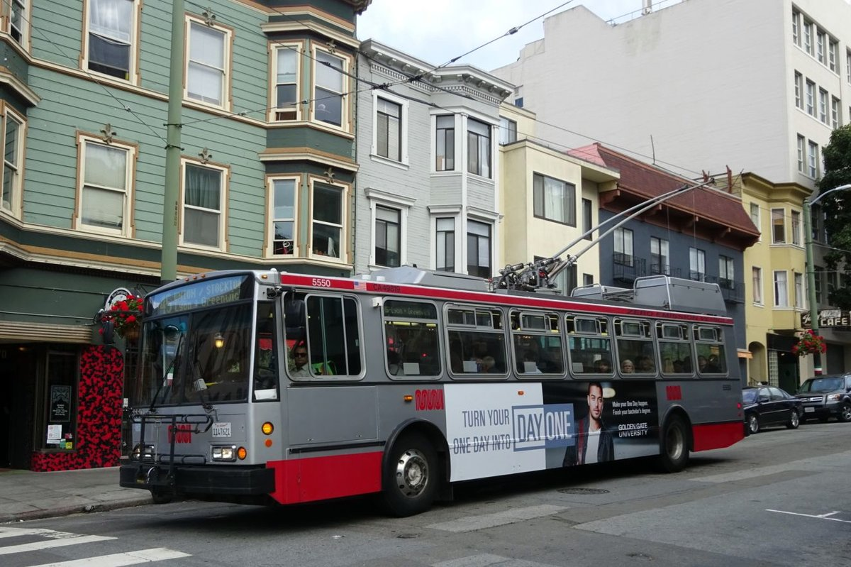 Bus United States of America (USA): Bus San Francisco (Kalifornien): Škoda 14TrSF, ein O-Bus mit der Wagennummer 5550 der San Francisco Municipal Railway (MUNI), aufgenommen im April 2016 im Stadtgebiet von San Francisco (Kalifornien).