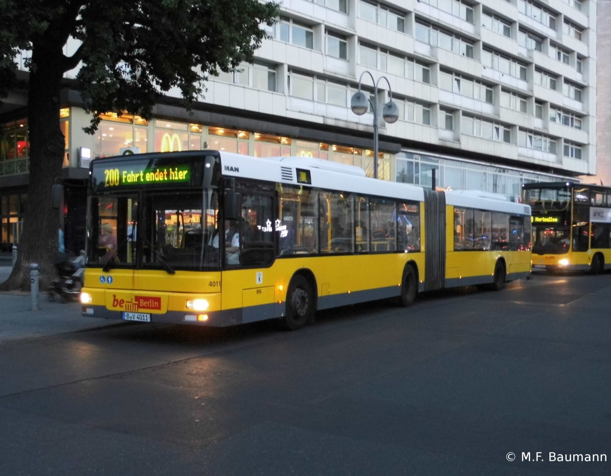 BVG 4011 - MAN NG 313, S+U Zoo am 10.8.15