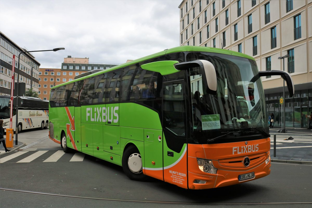 FlixBus Mercedes Benz Tourismo am 05.10.19 in Frankfurt am Main