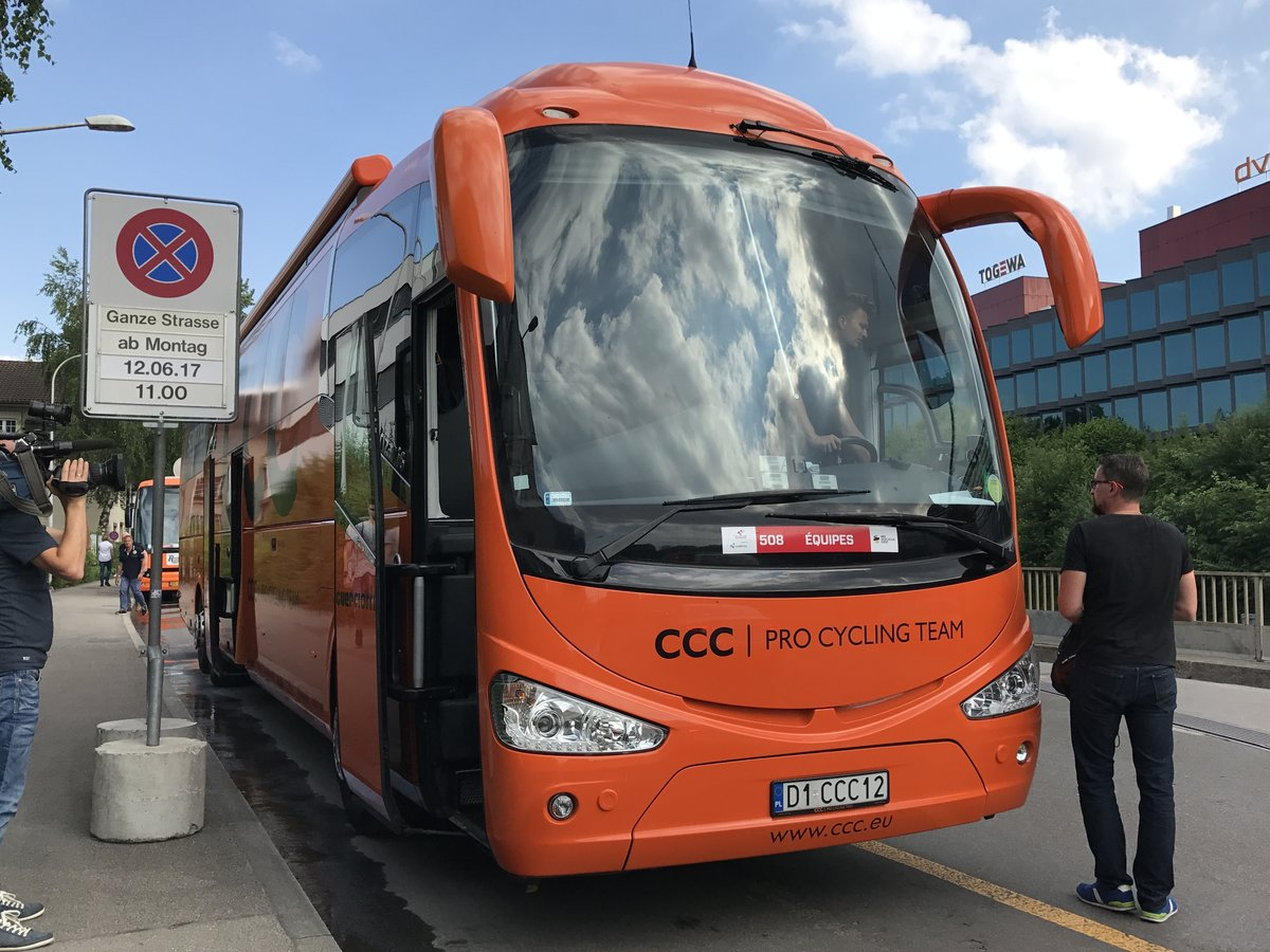 Irizar Teamcar vom Team CCC am 12.6.17 in Bern.