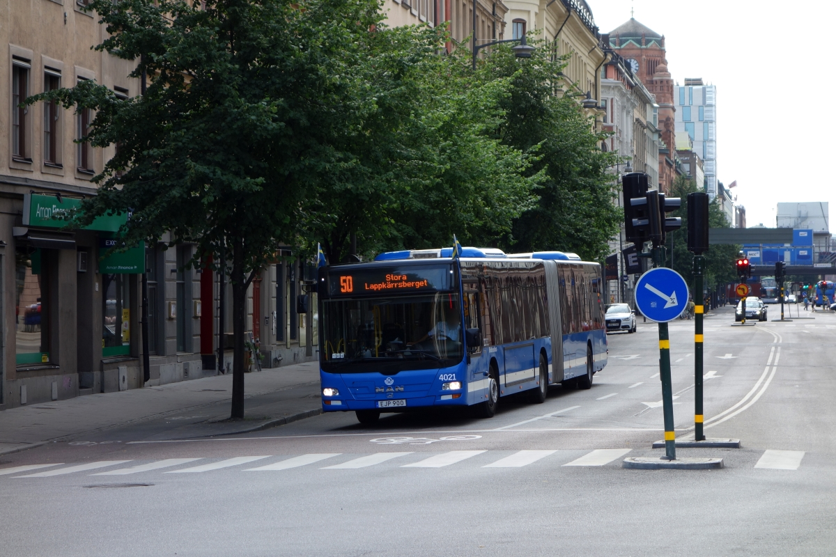 Keolis Stockholm, MAN A23 Lion's City G (Nr. 4021 / EJP 900, 2014) am 8. August 2015 in Stockholm Vasagatan.