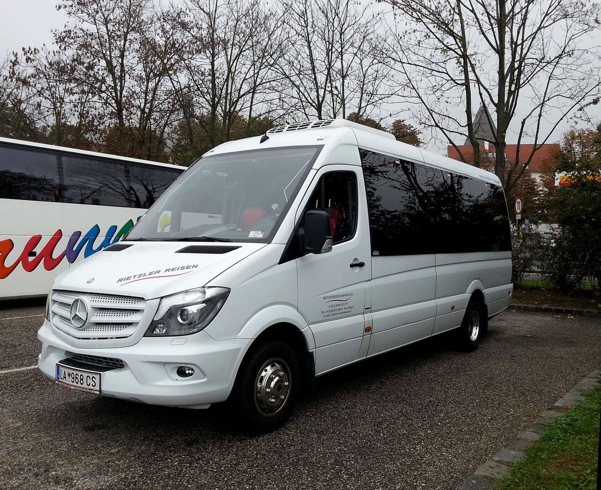 kleinbus mercedes sprinter 519 bluetec von rietzler reisen aus sterreich am in krem. Black Bedroom Furniture Sets. Home Design Ideas