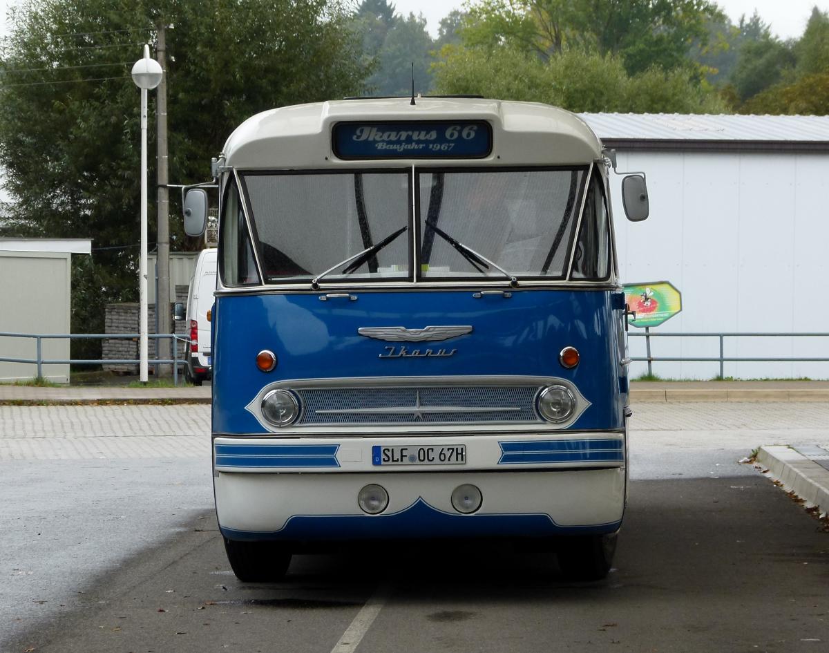 kom bus ikarus 66 baujahr 1967 in schleiz busbahnhof am bus. Black Bedroom Furniture Sets. Home Design Ideas