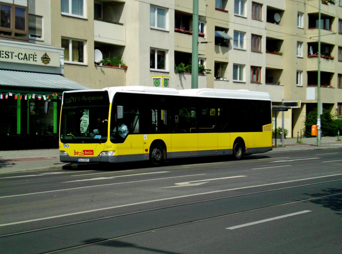 mercedes benz o 530 le citaro auf der linie 247 nach s bahnhof berlin nordbahnhof am u bahn. Black Bedroom Furniture Sets. Home Design Ideas