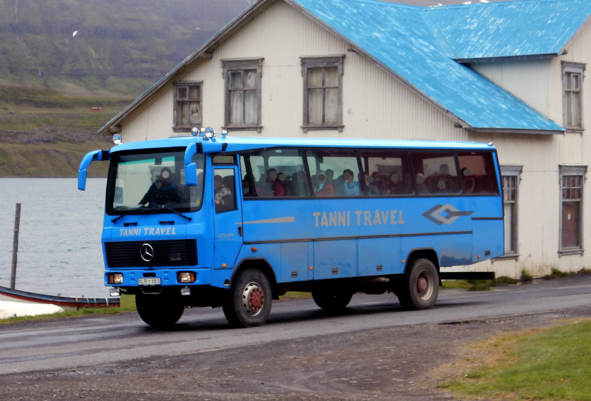 Mercedes Expeditionsbus am 14.06.19 in Seydisfjördur