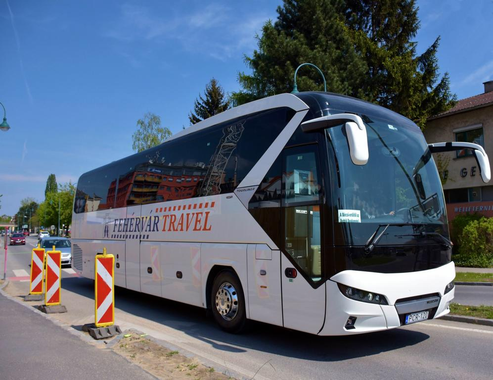 Neoplan Tourliner von Fehervar Travel aus Ungarn 05/2017 in Krems.