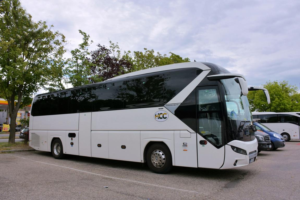 Neoplan Tourliner von HCC Reisen aus Ungarn 2017 in Krems.