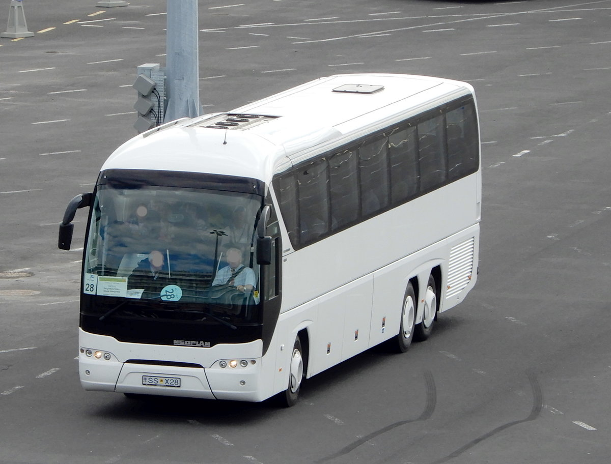 Neoplan Tourliner Reisebus am 17.06.19 in Reykjavik
