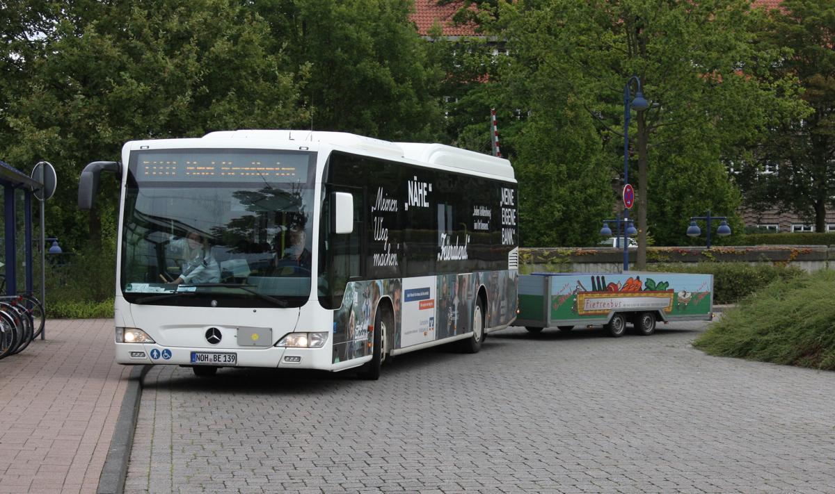 saisonal verkehren einige linienbusse wie dieser mercedes. Black Bedroom Furniture Sets. Home Design Ideas