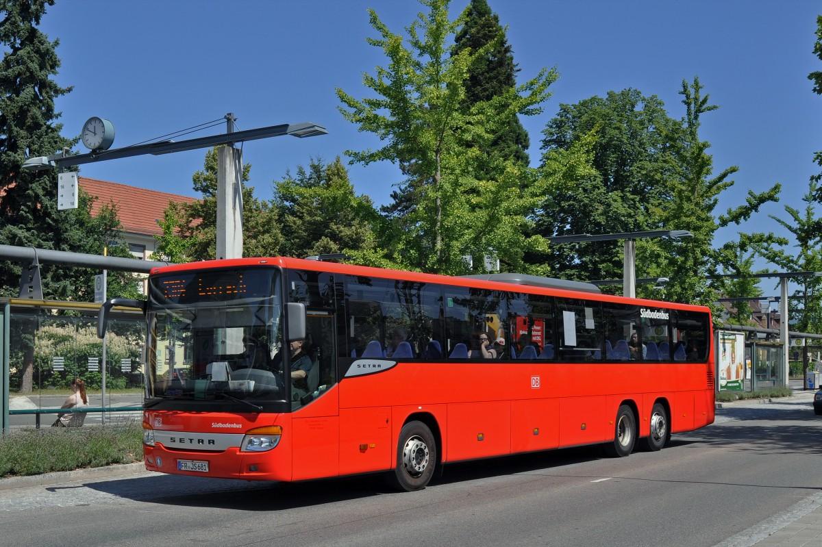 setra bus von s dbadenbus bedient die haltestelle beim bahnhof l rrach die aufnahme stamm bus. Black Bedroom Furniture Sets. Home Design Ideas