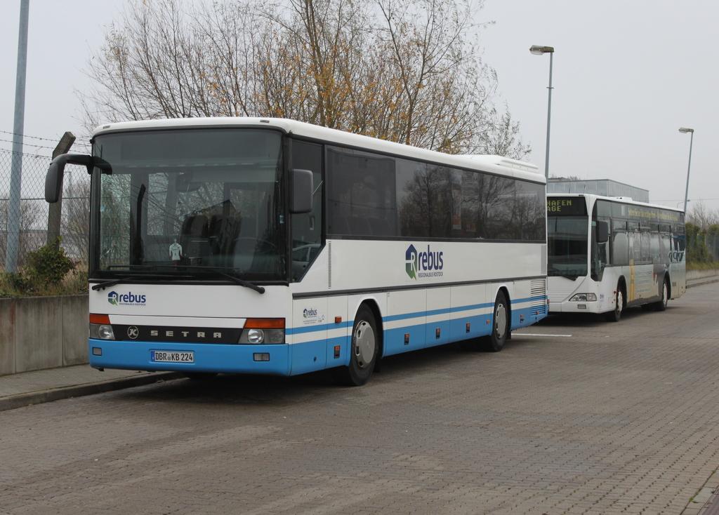setra s 300er der firma regionalbus rostock rebus stand am in h he rostock zob. Black Bedroom Furniture Sets. Home Design Ideas
