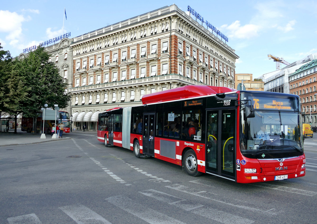 Stockholms Lokaltrafik -SL mit dem MAN Lion's City GL CNG, '7210' (CHR 451) in Stockholm im August 2017.