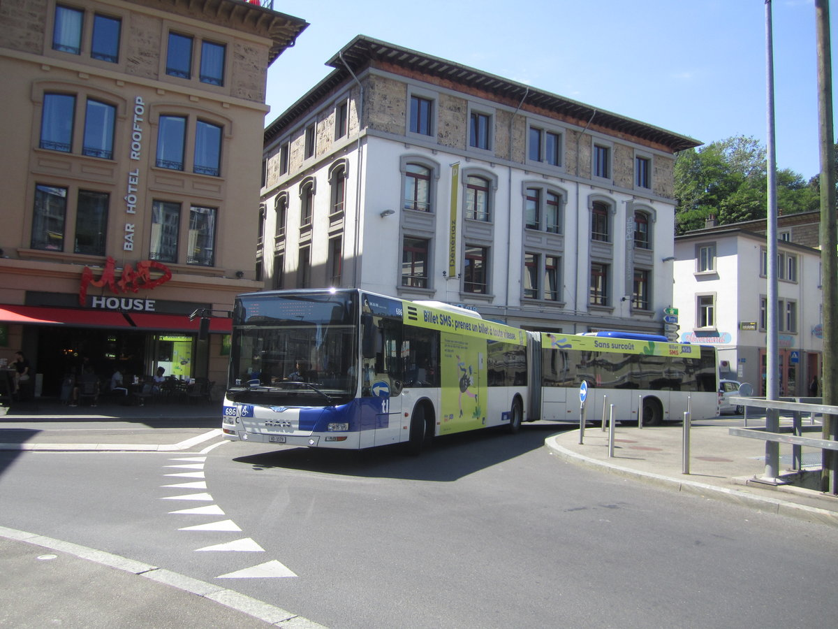 tl Nr. 686 (MAN A40 Lion's City GL) am 30.7.2019 in Lausanne-Flon