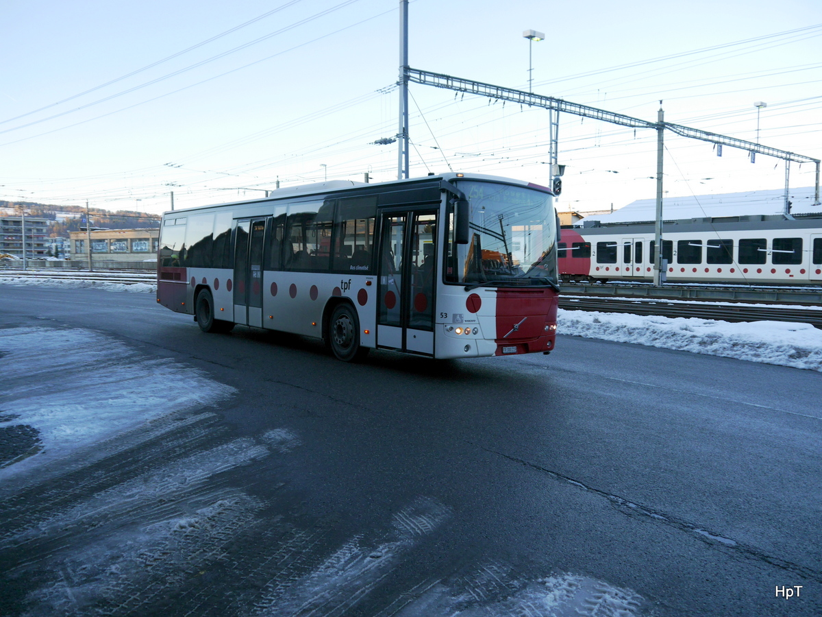 tpf - Volvo 8700  Nr.53 FR 300219 unterwegs in Bulle am 07.12.2017