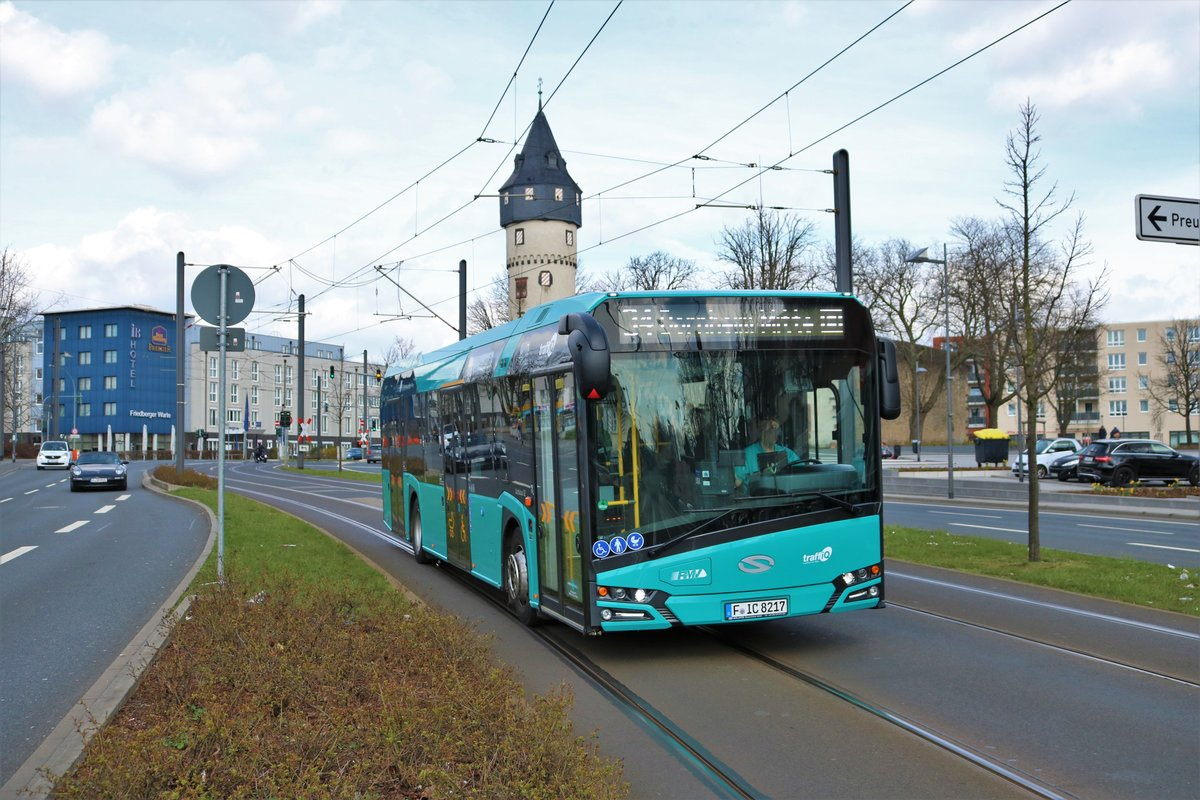 VGF/ICB Solaris Urbino 12 Wagen 217 am 31.03.18 in Frankfurt am Main Friedberger Warte