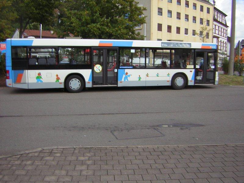 auf dem foto ist ein man bus zu sehen das foto wurde auf dem busbahnhof brebach fotografiert. Black Bedroom Furniture Sets. Home Design Ideas