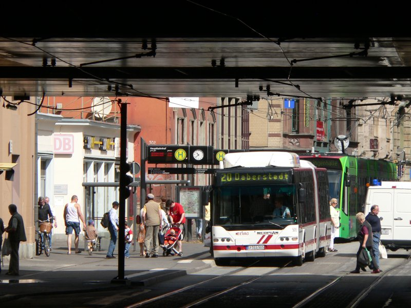bus 505 der evag erfurt auf der linie 20 nach daberstedt am erfurter hauptbahnhof 16. Black Bedroom Furniture Sets. Home Design Ideas