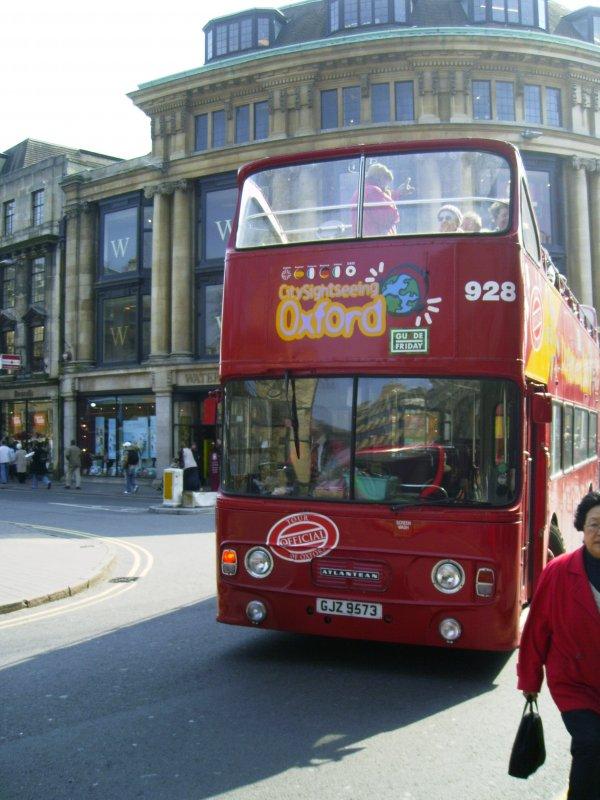 dies ist ein typischer bus f r stadtrundfahrten in oxford busse wie diesen gibt es dort von. Black Bedroom Furniture Sets. Home Design Ideas