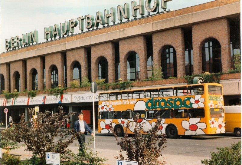 doppeldeckerbus am heutigen ostbahnhof berlin damals noch hauptbahnhof vor dem umbau. Black Bedroom Furniture Sets. Home Design Ideas