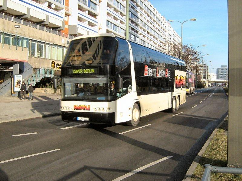 fernreisebus berlin linien bus in der n he des alexanderplatzes 10 bus. Black Bedroom Furniture Sets. Home Design Ideas